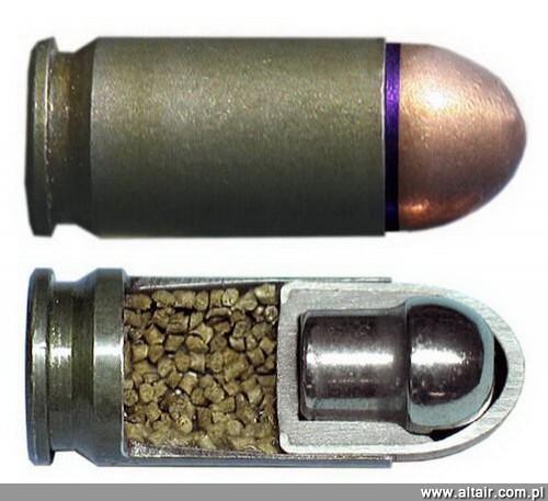 Bron I Amunicja 02 2012 50 Lat W Sluzbie Naboj 9 Mm X 18