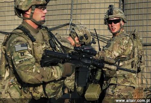 M4A1 ma w przysz?o?ci ca?kowicie zast?pi? M16A2/A4 w uzbrojeniu US Army. Jednocze?nie wojsko planuje zakupy i modyfikacje ponad 350 tys. u?ywanych M4 i zakup nowych M4A1 / Zdj?cie: US Army