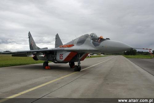 Jeden z malborskich MiGów-29A, który strzeg? nieba nad Estoni?, Litw? i ?otw? / Zdj?cia: Bartosz G?owacki
